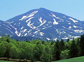 3月の山 十勝岳連峰(北海道)